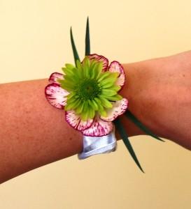Biżuteria z kwiatów - bransoletka kwiatowa