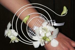 Bransoletka kwiatowa - ozdoba florystyczna