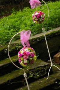 Kompozycja kwiatowa kula dla panny młodej