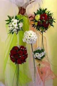 Kwiatowe kompozycje ślubne różne