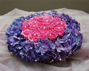 Poduszka na obrączki z kwiatów fioletowo-różowa