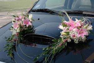 Ślubna dekoracja na auto