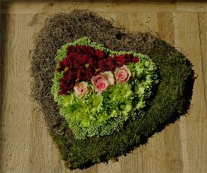 Żałobna florystyka - serce na grób