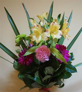 Bukiet okolicznościowy z goździkami, gerberami i liliami