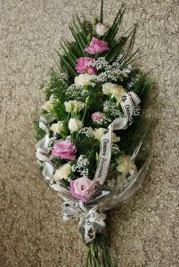 bukiet-pogrzebowy-biało-różowy