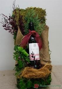 Dekoracja butelki z czerwoną kokardą