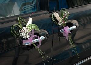 Dekoracja drzwi auta do ślubu