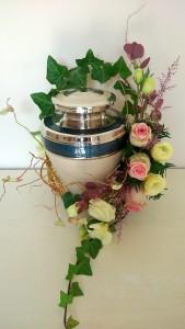 Dekoracja kwiatowa urny
