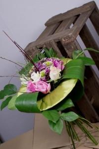 Bukiet biało-różowy na kryzie