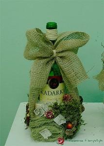 Florystyczna dekoracja butelki