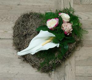 Florystyka żałobna - serce na grób
