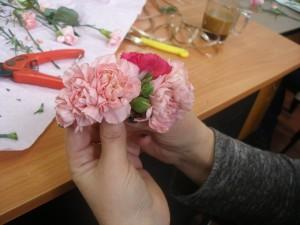florystyka Poznań - jak zrobić przypinkę z kwiatów