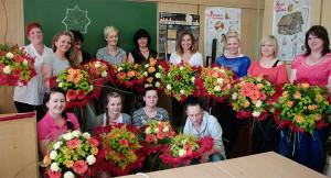 Florystyka kurs - uczestnicy z bukietami