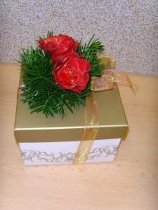 Jak zapakować prezent w pudełko i jak zrobić ozdobę
