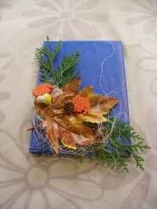 Jesienna ozdoba papieru na prezent