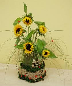 Kompozycja florystyczna ze słonecznikami