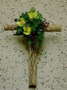 Krzyż z grubego drewna