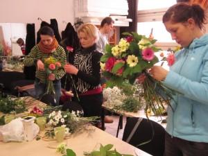 Kurs florystyczny Warszawa - praca nad bukietami