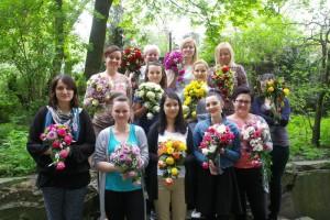 Kurs florystyczny Kraków - grupa z bukietami