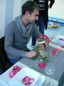 Kurs florystyczny - praca na kursie nad dekoracją stołu