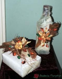 Kwiatowe pakowanie prezentu i butelki