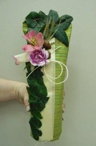 Ozdobne pakowanie butelek z wykorzystanie kwiatów