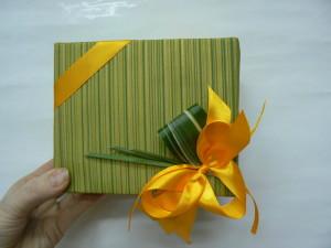 Pakowanie prezentów z kokardą