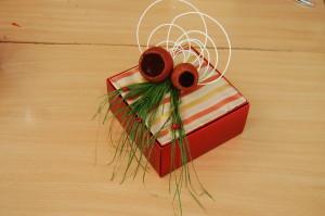 Pudełko na prezent ozdobione