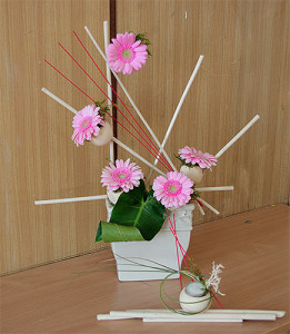 Kompozycje kwiatowe w naczyniu