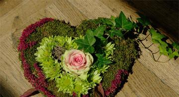 Serce na grób - kompozycja florystyczna