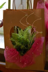 Torba na prezent z wycięciem w kształcie serca