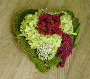 Wieniec serce - kwiaty na Święto Zmarłych