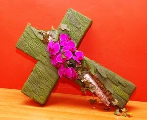 Wieniec pogrzebowy w kształcie krzyża