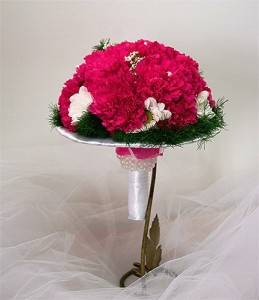 ślubny bukiet z goździkami różowy