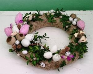 świąteczny wianek z jajkami
