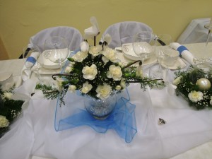 Biała dekoracja stołu