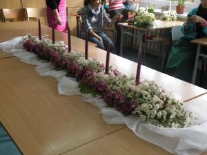 Biało-różowa dekoracja stołu