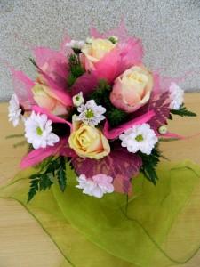 bukiet ślubny biało-różowy
