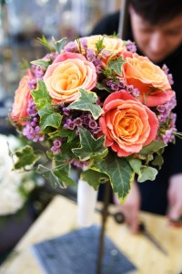 Bukiet slubny z kolorowymi różami