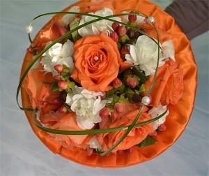 bukiet ślubny na kryzie pomarańczowy