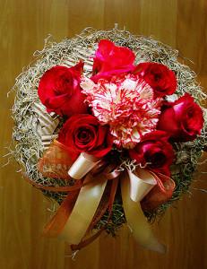 Bukiet na walentynki z różami i goździkiem