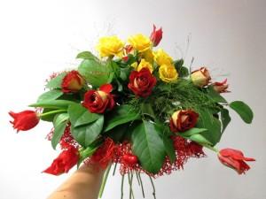 bukiet walentynkowy z różami czerwonymi i żółtymi