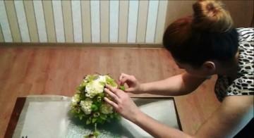 Dekoracja florystyczna na stół z goździków