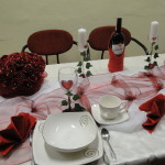 dekoracja stołu w czerwonym kolorze