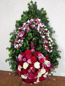 Duży wieniec pogrzebowy czerwono-biały