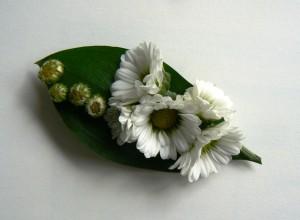 Kwiaty białe do butonierki
