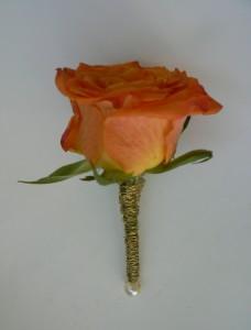Pomarańczowa róża do butonierki