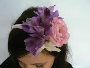 przepaska do włosów z rózowych kwiatów