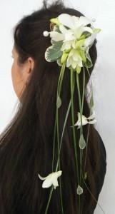 przypinka do włosów z białych kwiatów