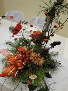 stroik na Boże Narodzenie z dziką różą